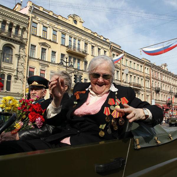 Песня на балконе в День Победы