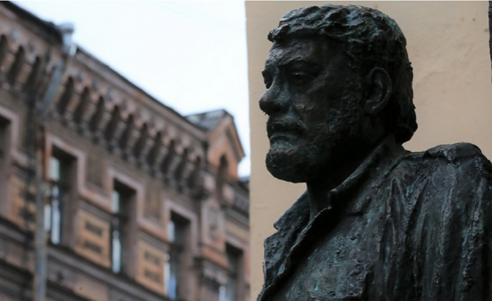 Памятник Глаше и рюмочный ход: Организаторы рассказали, чего ждать от Довлатовского фестиваля «День Д» в 2021 году