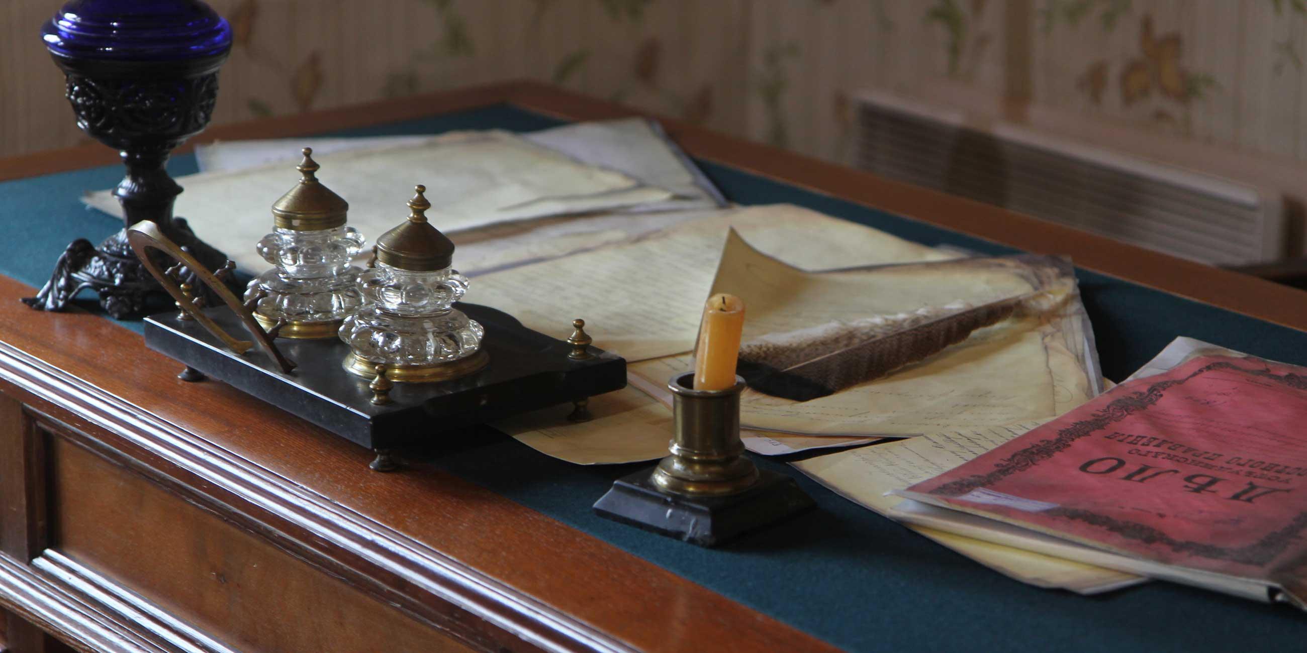 Один из домов стилизован под рабочий кабинет - можно увидеть, чем пользовались служащие  столетие назад.Фото: Фото: Юлия ПЫХАЛОВА,