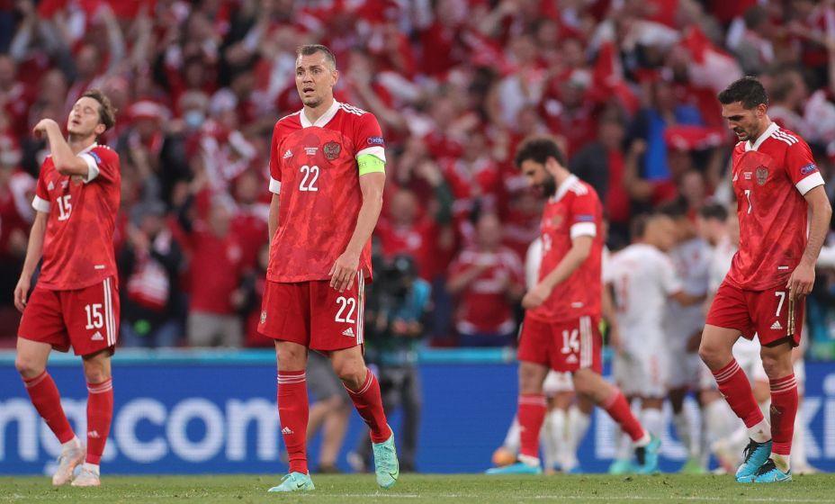 Футболисты сборной России переживают после пропущенного мяча от сборной Дании. Фото: Reuters