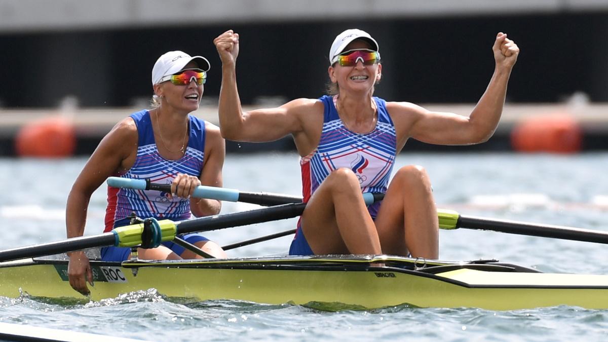 Василиса Степанова и Елена Орябинская после финиша на Олимпиаде. Фото: REUTERS