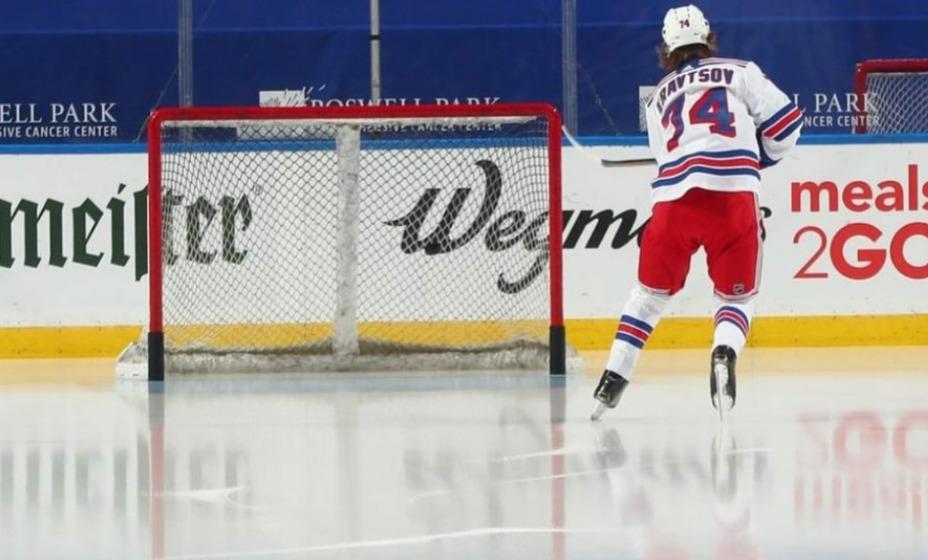 Виталий Кравцов помог  «Нью-Йорк Рейнджерс» обыграть  «островитян». Фото: Инстаграм Виталия Кравцова